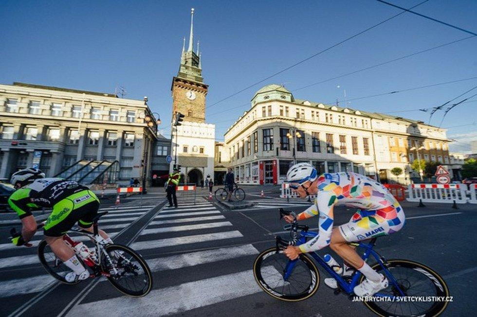 Kvůli závodu bude uzavřena třída Míru, na níž se bude nacházet strat i cíl, a také náměstí Republiky, Sukova třída a Masarykovo náměstí.