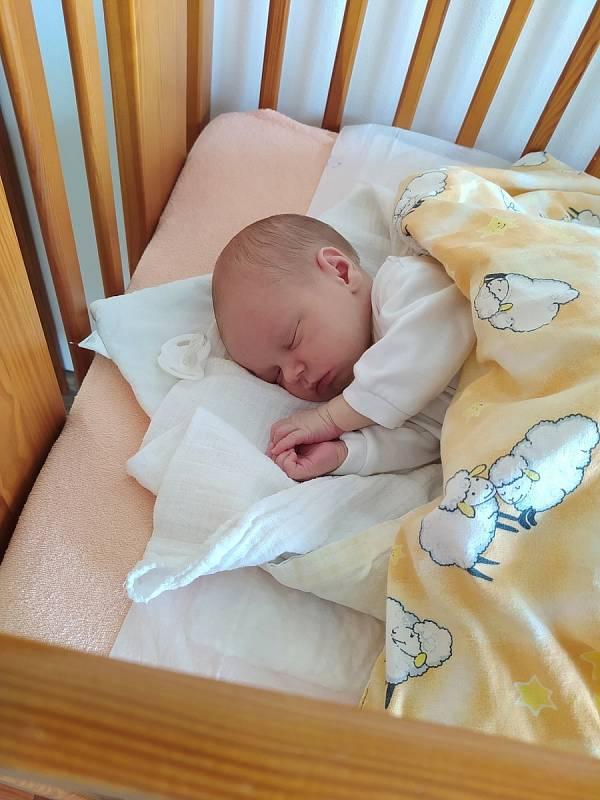 Jan Krška se narodil 2. července 2021 v 9:04 ve svitavské porodnici Janě a Michaelovi Krškovým z Hartmanic. Vážil 3180 g a měřil 50 cm. Doma se na malého Honzíka těšili 5letý bráška Vojtíšek a 3letá sestřička Klárka. Foto: rodina