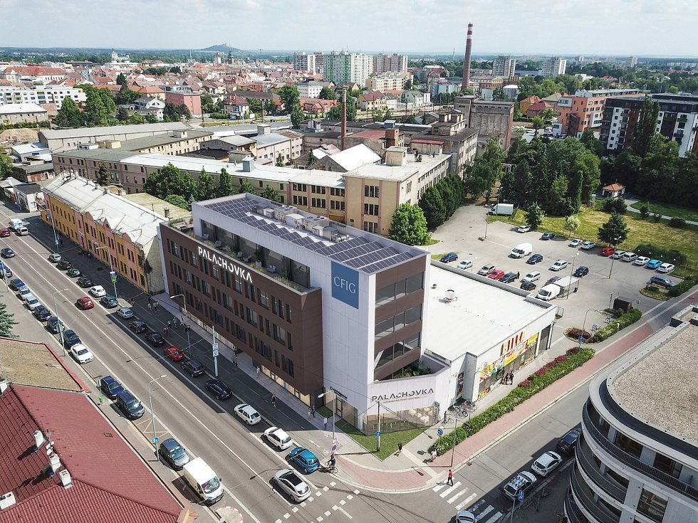 Palachovka: hrubá stavba se po mnoha letech promění v administrativní centrum.