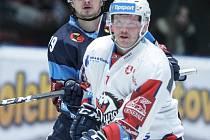 Hokejové utkání 41. kola Tipsport extraligy v ledním hokeji mezi HC Dynamo Pardubice (v bílém)  a HC Bílí Tygři Liberec  (v modrém) v pardudubické ČSOB pojišťovna ARENĚ.