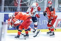 Hokejové utkání Generali Česká Cup v ledním hokeji mezi HC Dynamo Pardubice (v bíločerveném) a HC Mountfield Hradec Králové (v červenočerném) v pardubické enteria areně.