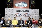 Na tiskové konferenci bylo oznámeno, že se ve Svítkovském areálu bude hrát první extraligové utkání pod širým nebem.