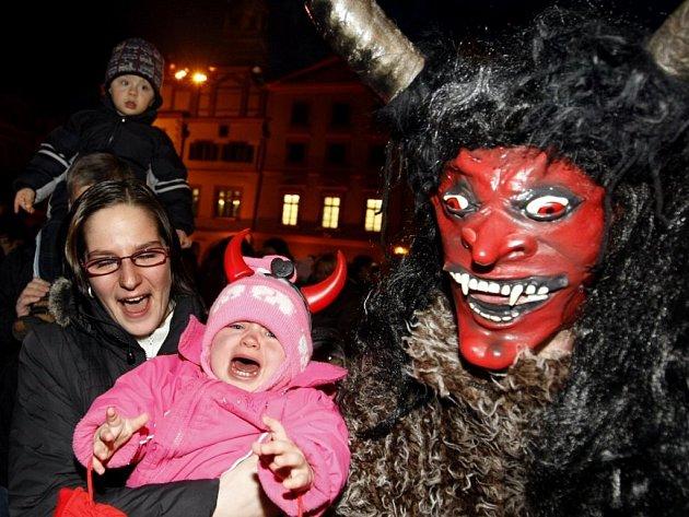Na Pernštýnském náměstí řádili pekelníci i svatý Mikuláš