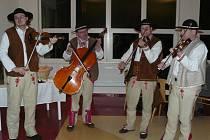 Goralská muzika z města Vysoké Tatry předvede své umění už zítra v pardubickém AFI Paláci.