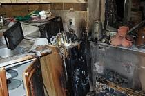 Oheň v kuchyni odřízl dvě ženy a pět psů v patře domu. Požár možná způsobil jeden z elektrospotřebičů.