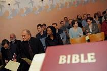 Pardubická věznice získala jako dvacátá v republice ekumenickou kapli. Slavnostního otevření se zúčastnil i ministr Michael Kocáb