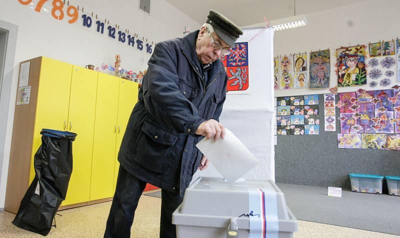 Volby v pardubické Základní škole Bratranců Veverkových.
