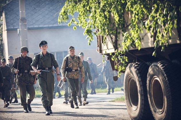 Na západ! Ústup německých vojsk icivilistů přes východní Čechy vpodání klubů vojenské historie připomínají konec války vroce 1945.