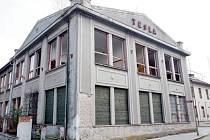 Z budovy Telegrafie zmizela okna, která ohrožovala chodce