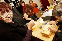 Veletrh sociálních služeb se konal ve středu po celý den v pardubickém Kulturním domě Hronovická.