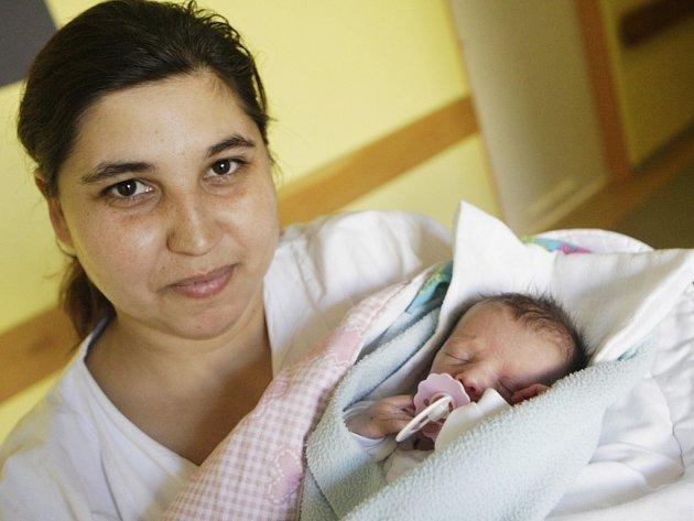 Klára Pištová se narodila 11: března v 9:23 hodin. Měřila 44 centimetrů a vážila 1840 gramů. Maminka Marcela a tatínek Radek mají ve Vestci ještě 12letého Viktora a 6letou Marcelku.