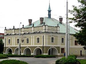 RADNICE Lázní Bohdaneč propustila tajemníka, ale podle soudu s formální chybou. A výpověď tak nemá platit.