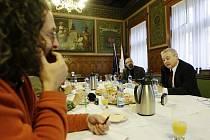 Snídani s novináři pořádal primátor Pardubic Jaroslav Deml.