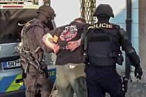 Policisté pořádkové jednotky z Pardubického kraje si došli pro pachatele až do Jičína.