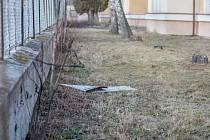 Vítr také poškodil střechy v areálu bývalých kasáren T. G. Masaryka v Pardubicích. Chodník podél areálu v ulici Pod Břízkami byl kvůli odletující krytině uzavřen.