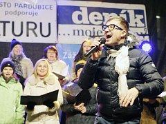 Petr Kotvald rozezpíval pardubické Pernštýnské náměstí