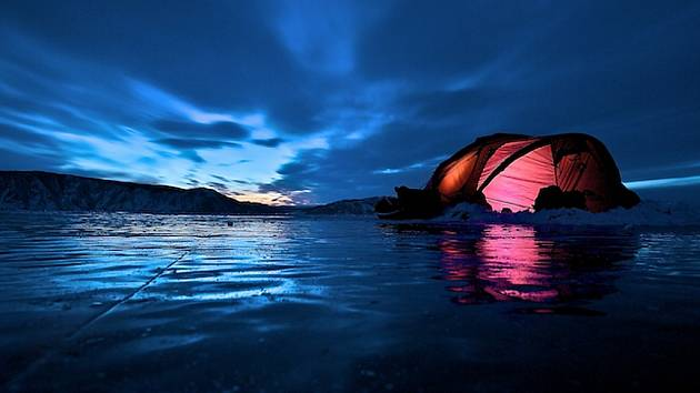 Noc na jezeře Bajkal