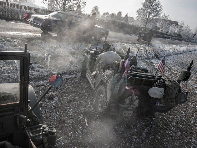 Novoroční jízda veteránů kolem Pardubic.