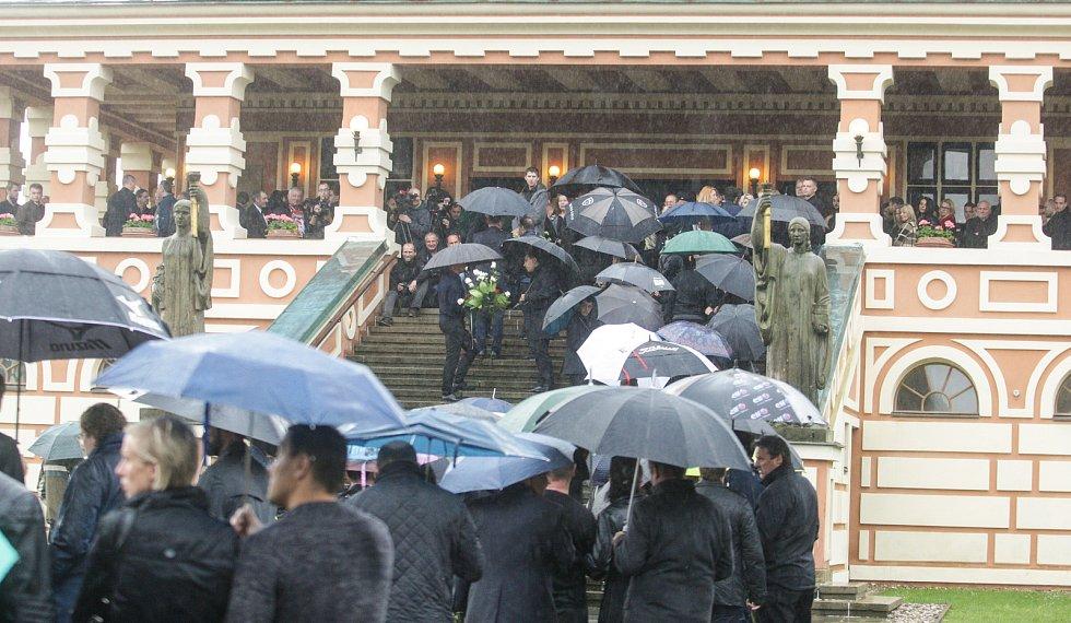 Pohřeb bývalého hokejového brankáře Adama Svobody v pardubickém krematoriu.