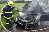 Řidička stačila vozidlo včas opustit