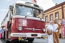 Velikonoční historický trolejbus Pardubického spolku historie železniční dopravy.