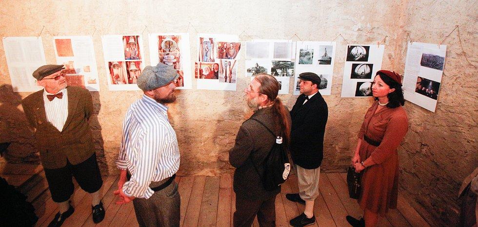 Desátý ročník tradičního setkání historických kol v Holicích na Pardubicku.