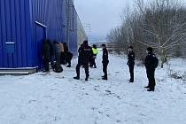 Sedm migrantů vyskákalo na Chrudimsku z kamionu, vzápětí je chytila policie