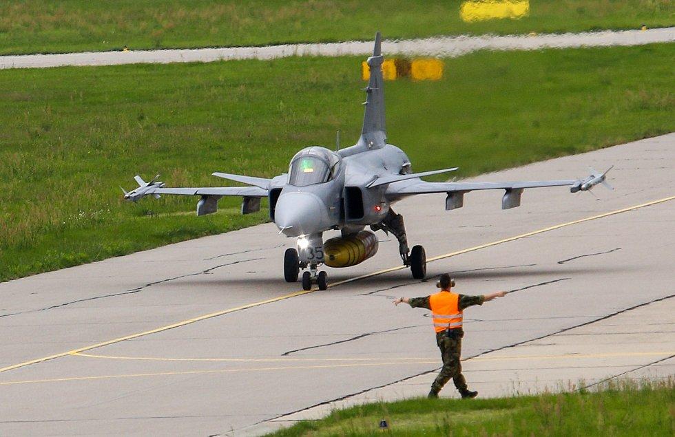 Pardubické letiště poskytne azyl šesti letounům JAS-39 Gripen a stejnému počtu bitevníků L-159 ALCA z čáslavské letecké zakladny.