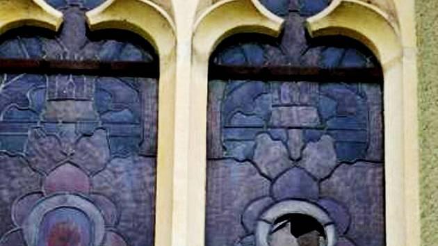 Škoda na okně se zatím odhaduje na 60 000 korun