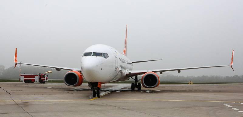 První přílet nové pravidelné linky Pardubice - Kyjev společnosti SkyUp na pardubickém letišti.