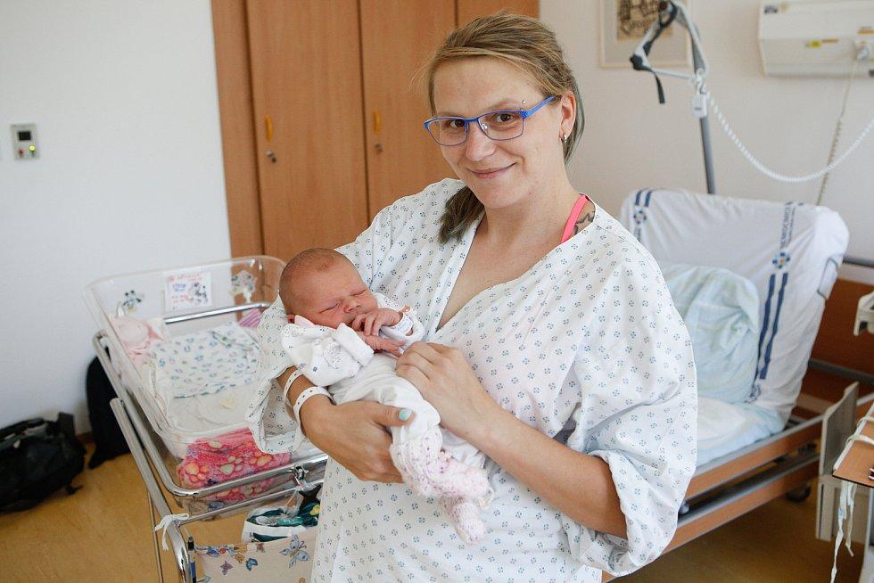 LUCIE KŘIVKOVÁ se narodila 8. července ve 14 hodin a 49 minut. Vážila 2720 g a měřila 44 cm.