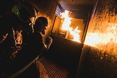 Výcvik hasičů v pojízdném ohnivém pekle. Kontejneru Fire Dragon.