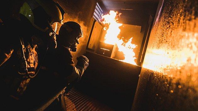 Výcvik hasičů v ohnivém pekle