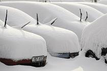 Sníh Pardubice doslova zasypal. Ochromil zejména dopravu.