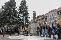 Den vzniku samostatného Československa v roce 1918 si připomenuli také v Pardubicích na náměstí Legií