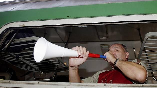 Do Prahy přes Pardubice zamířil i zvláštní vlak s odboráři na chystanou demonstraci.