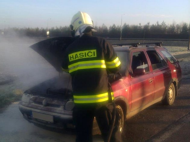 Požár vozidla Škoda Felicia u Dražkovic