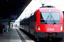 Nejrychlejší lokomotiva na českých tratích - Siemens Taurus - teď zkušebně vozí pasažéry na trase Praha-Brno