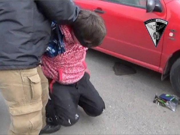 Oba pachatele loupeže zadržela zásahová jednotka.