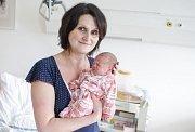 KAROLÍNA LIPENSKÁ se narodila 1. února v 18 hodin a 46 minut. Měřila 41 centimetrů a vážila 1820 gramů. Maminku Zuzanu podpořil u porodu tatínek Martin. Doma ve Svitavách na nového sourozence čeká osmiletá Kristýna.