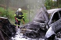 Automobil po nehodě začal hořet