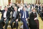Ustavující zasedání zastupitelstva města Pardubic ve společenském sále radnice.