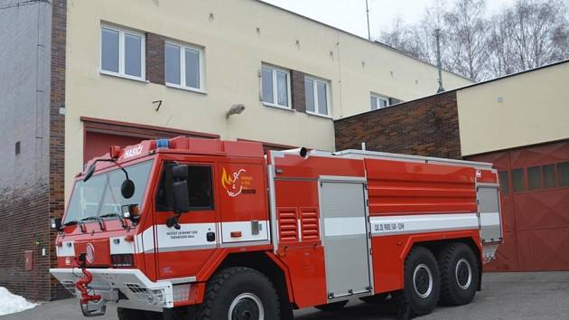 Nové Nosorožce - automobilové cisterny dostaly na stanicích Pardubice, Polička, Hlinsko, Chrudim a Králíky.