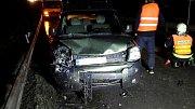 U Hradce nad Svitavou se celkem posráželo šest aut včetně autobusu. Nehoda je naštěstí bez zranění.