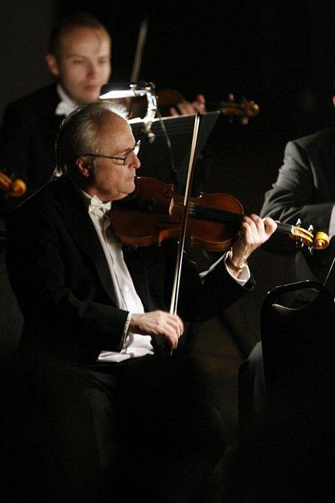 Komorní filharmonie Pardubice vstoupila do nového roku 2010 dvojicí tradičních Tříkrálových koncertů v Domě hudby.