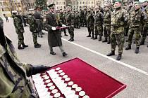 Pardubičtí vojáci se po šesti měsících v misi KFOR v Kosovu vrátili domů
