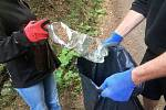 Uklízeli Česko v roce 2020. Jednu zářijovou sobotu se v Harrachově sešli dobrovolníci, kteří vyrazili sbírat odpadky po deseti trasách v okolí Harrachova. Další akce by se mohla uskutečnit na jaře, pokud to opatření dovolí.