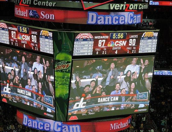 Dance cam neboli chvíle pro trochu diváckého exhibicionsimu na středové kostce.