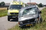 Tragická nehoda mezi Kuněticemi a Ráby. Matku se synem zde smetlo auto. Žena na místě zemřela.