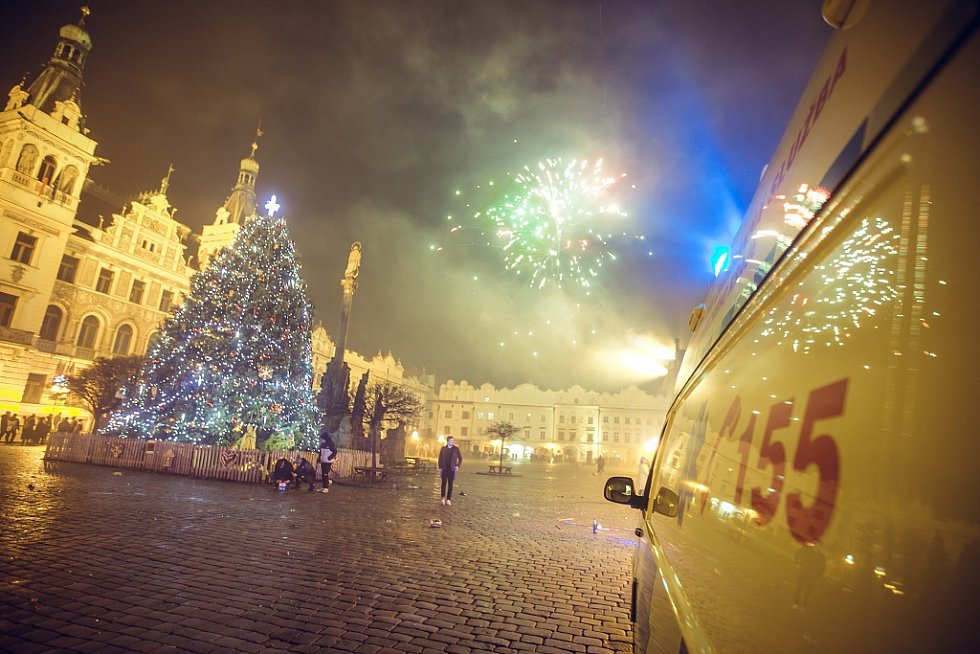 Pernštýnské náměstí dvacet minut po půlnoci připomíná spíš střelnici.